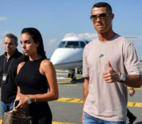 Cristiano Ronaldo aterriza en Italia para ser presentado con la Juventus.