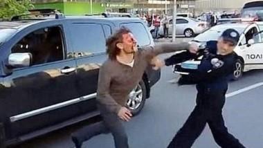 Tres delincuentes simularon protagonizar una pelea de borrachos para distraer a los custodios de seguridad y de esa forma entraron a robar. (Archivo)