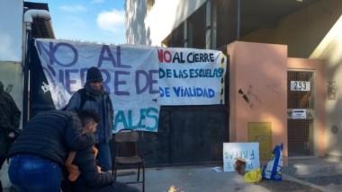 Pese al frío. Los estudiantes no aflojan con su protesta esperando terminar los estudios que eligieron.