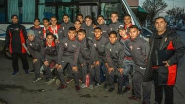 La delegación de Huracán, antes de viajar rumbo a Chile. Están a la espera del debut en suelo trasandino.