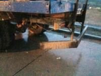 La moto impactó contra la parte trasera del camión (foto @jorgeylaradio)