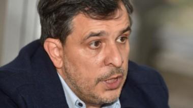El secretario de Seguridad de Córdoba, Diego Hak, presentó una denuncia penal contra su padre, Ricardo Hak, por la presunta vinculación con la venta de drogas en un ex local bailable.
