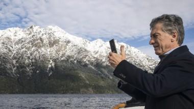 Macri viajó en el barco que recorre las aguas del Nahuel Huapi.
