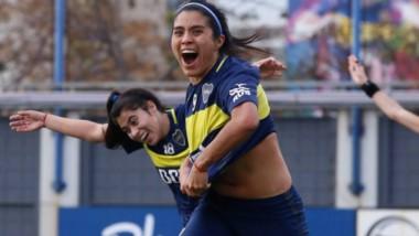 """Pasión vibrante.  """"Yoko"""" festeja uno de los goles convertidos para Boca en el campeonato de AFA. Sobresalió de nuevo en el máximo nivel nacional."""
