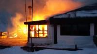 La confitería tomada por las llamas (Foto: @eqsnotas)