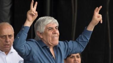 Hugo Moyano, cuestionó la multa que le impuso el Ministerio de Trabajo al gremio y consideró el Gobierno busca doblegarlo, atemorizarlo o meterlo