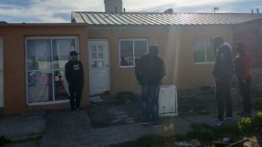 Los registros domiciliarios fueron hechos en las 490 Viviendas Sur y en el barrio 3 de Abril de Rawson.