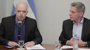 Pizzi y Arcioni anunciaron las modificaciones excepcionales para salud en la Ley de Emergencia Económica.
