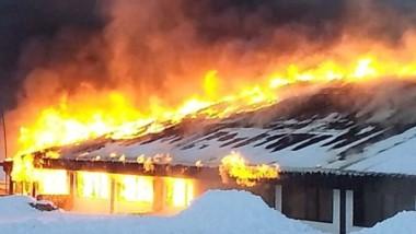 La confitería La Piedra fue destruida de forma total para las llamas.