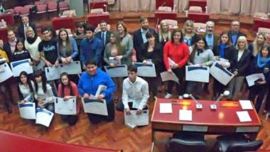 Verdadero tesoro de la provincia. Ayer en la Legislatura provincial fueron distinguidos y becados veintiún alumnos con los mejores promedios.