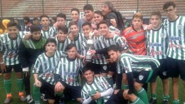 El combinado 2001/2000 de Germinal celebra la consagración en la BA Cup.  Además, la divisional 2003/2002 obtuvo la Copa de PLata.