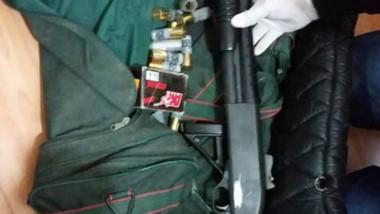 Una de las armas que fueron secuestradas en los procedimientos.