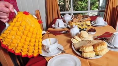 Es el día del Desembarco, pero también del té tradicional. Distintas capillas del Valle lo sirven hoy.