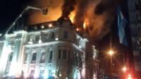 Un voraz incendio se desató hoy en el histórico edificio del Banco Nación de la ciudad bonaerense de Bahía Blanca. (Facebook).