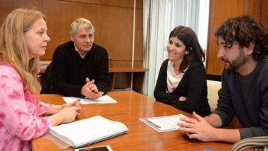 Encuentro. Los referentes de Educación discutieron posibilidades con sus pares del célebre festival de cine.