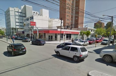 9 de Julio Rivadavia, la esquina en donde ocurrió el arrebato de la mochila con el dinero.