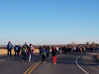 Abrigados y por ruta 7 los docentes marcharon hacia Rawson