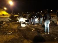 Tras el choque uno de los autos volcó (foto @lydiacocha)