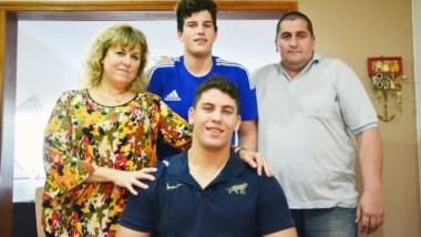 Sonia, Joaquín, Gustavo y Gonzalo. Luego de varios meses, la familia vuelve a estar completa y por dos semanas se disfrutarán al máximo.