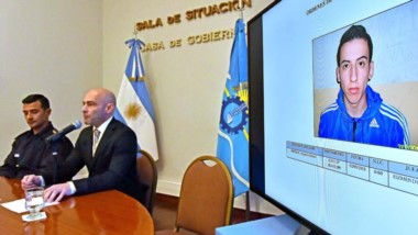 Dúo. Gómez (izquierda) y Massoni anuncian el plan para difundir a quienes tienen pedido de captura.