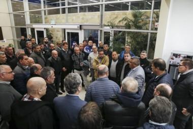 Dirigentes de AFA le dieron la bienvenida a