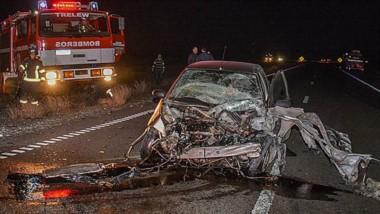 El automóvil Ford Focus quedó destruido ante el impacto. Su conductor sólo sufrió lesiones leves.