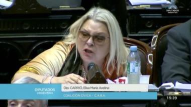 """En medio del debate en diputados, Elisa Carrió retomó sus dichos sobre la propina pero tuvo un """"lapsus"""" y generó abucheos."""