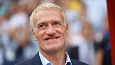 El técnico Didier Deschamps descartó atención especial sobre Edinson Cavani.