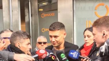 Tras hacerse la revisión médica para jugar en Boca, Zárate fue insultado afuera de la clínica por hinchas de Vélez.