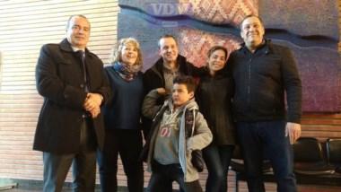 El pequeño Joaquín junto a su familia y legisladores (VDM noticias).