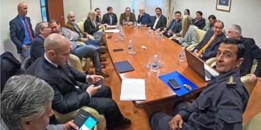Por la mañana los ministros se reunieron con los diputados, y por la tarde ingresó el DNU, tras la sesión.