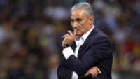 Tite sufrió su primera derrota oficial como técnico de Brasil.