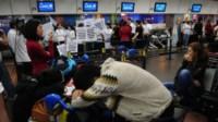 Cinco sindicatos aeronáuticos anunciaron un paro de actividades para el próximo viernes en aeropuertos de todo el país, en coincidencia con el inicio de las vacaciones de invierno.