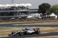 Pole de Lewis Hamilton en Silverstone, cuarta consecutiva en el GP de Inglaterra. Vettel y Raikkonen detrás, pero todos encerrados en 0.098.