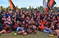 El festejo del plantel de Bigornia por una nueva conquista en el rugby valletano.