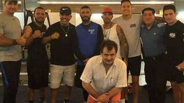 Matthysse junto a su team. Falta una semana para que Lucas se mida frente a la leyenda de Manny Pacquiao.
