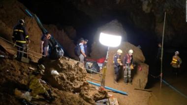 Confirman autoridades el inicio de operación de rescate en cueva de Tailandia, donde se encuentran los 12 niños y el entrenador atrapados.