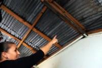 Se comprobaron sobresalientes de vigas de acero en la esquina lateral izquierda de la casa, orillas con saliente de luz de una pared, el techo mal colocado y manchas de humedad. (Ilustrativa)