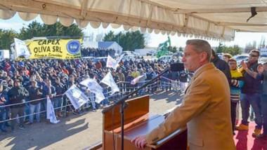 Discurso. El gobernador durante el acto en Comodoro Rivadavia para la reactivación del yacimiento.