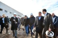 Arcioni junto al intendente Maderna durante la recorrida por la obra del Hospital de Alta Complejidad.