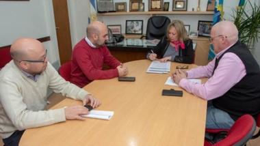 Trato hecho. Funcionarios provinciales y municipales cerraron un acuerdo para la refinanciación.