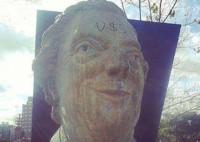 En Lanús, otro proyecto presentado busca remover un busto del expresidente argentino.