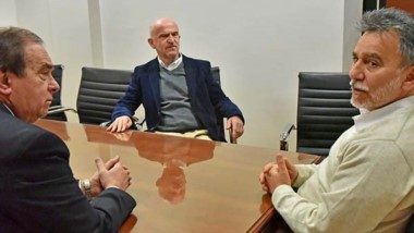 Trío. Tarrío (izquierda), Garzonio y el diputado Eduardo Conde, presidente de la Comisión de Hacienda.