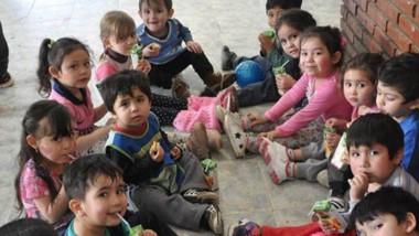 """Los pequeños que asisten al  Jardín 2414 festejaron el """"Día del Niño""""."""