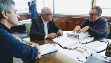 Trío. La reunión en la que la empresa presentó sus iniciativas.