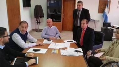 El intendente de Comodoro, Carlos Linares, firmó ayer el Pacto Fiscal.