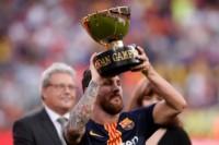 Messi levantó la Copa Joan Gamper, luego de la victoria ante Boca.