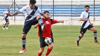 """En la pretemporada, Brown se midió contra el seleccionado de la Liga del Valle. Fue empate en cero en el estadio """"Raúl Conti"""" de Puerto Madryn."""
