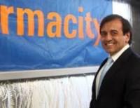 El vicejefe de Gabinete Mario Quintana quiere poner un pie en el negocio farmacéutico bonaerense.