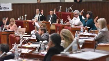 Manos levantadas. Los diputados finalmente aprobaron ayer el Presupuesto 2018 para el Poder Judicial.